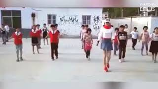 Cô giáo xinh đẹp nhảy shuffle dance cực đẹp