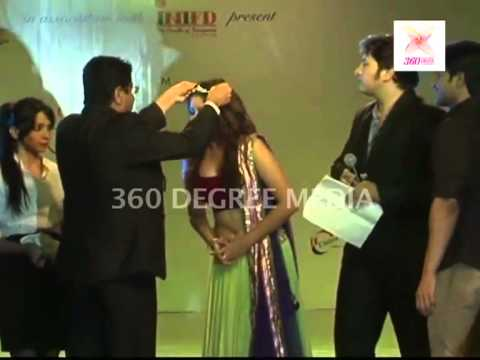 Tv Actress Pooja Gor Crowned And Receives A Trophy At The Telly Calendar 2013 Launch video