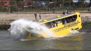 Amfibiebus / Busboot rijdt het water in!