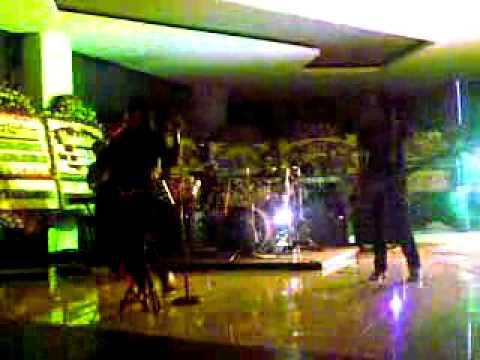 Jaket band perform @KFC, D Mall - scientist.mp4