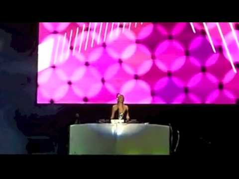 """Afrojack Comments on BPM about Paris Hilton's DJ Skills """"Also its pre-recorded"""""""