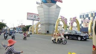 CSGT dẫn đoàn VIP Maybach S500 làm gì khi đến ranh giới giữa 2 tỉnh thành - VIP convoy transfer