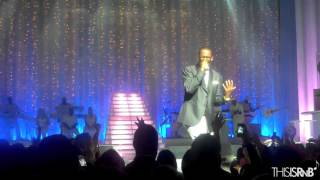 "download lagu R. Kelly Performs ""when A Woman Loves"" In Nyc gratis"
