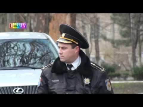 Un polițist stătea ca o matahală în intersecție