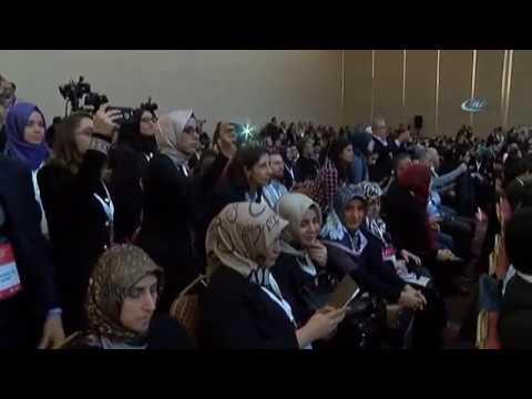 'Teknoloji Bağımlılığı' Kongresinde Konuklar Cep Telefonlarıyla İlgilendi