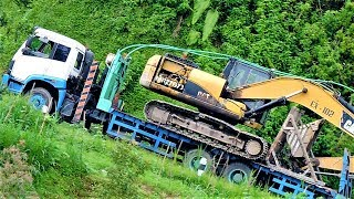 Steep Hill Road CAT 320D Excavator Transport By FAW Self Loader Truck Ketep Pass