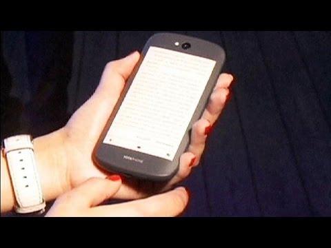 Smartphones : le Yotaphone 2 part à l'assaut de l'Europe - economy