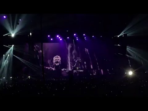 David Guetta Playing a (UNRELEASED) song for Avicii | (Avicii tribute concert)
