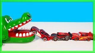 Crocodile vs Disney Cars Lightning Mcqueen eating