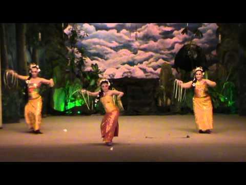 TARI PENDET BALI by Sandra Prastiwi & Friends ( Rizal & Tri)