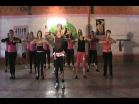 Moviendo La Cadera - Zumba Con Chio video