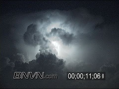 7/25/2006 Time-lapse cloud to cloud lightning video.