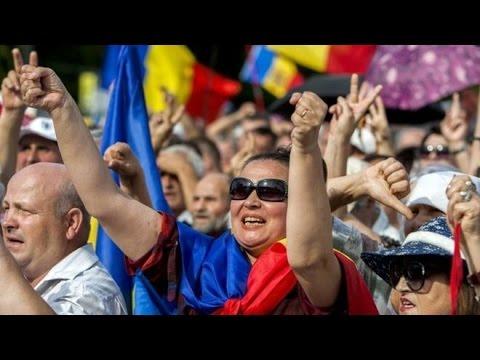 Moldova Huge anti-corruption protest in Chisinau