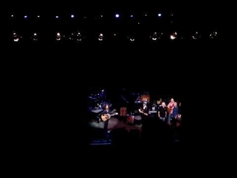 Bonnie Raitt&Elvis Costello - Love Has No Pride - live in Oakland, 27 September 2008