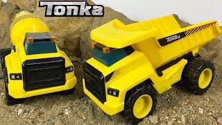 UNBOXING TONKA POWER MOVERS DUMP TRUCK & CEMENT TRUCK AT THE JOB SITE