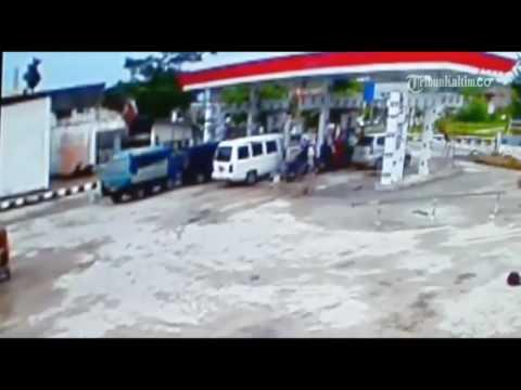 VIDEO Inilah Rekaman CCTV Saat SPBU Terbakar di Penajam Menewaskan Bocah Tujuh Tahun