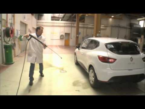 Renault Clio IV crash-test in Lardy tech center
