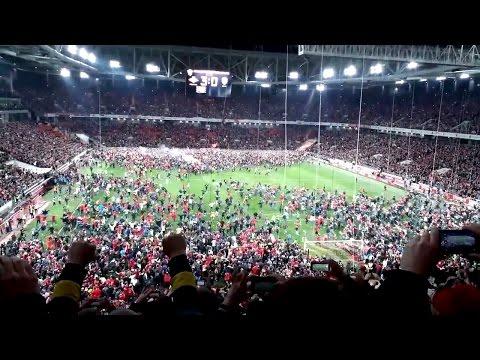 Спартак - Чемпион! Болельщики выбегают на поле