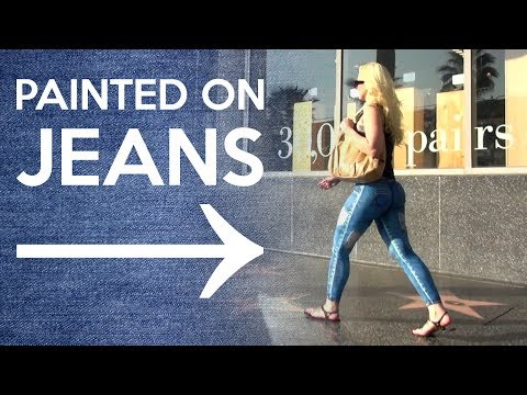 Girl Walks Around L.a. With No Pants video