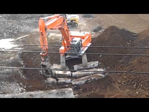 工事現場で重機の動きが繊細すぎる件