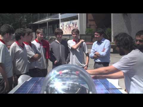 Presentación del Auto Solar UDP a estudiantes del Colegio San Ignacio