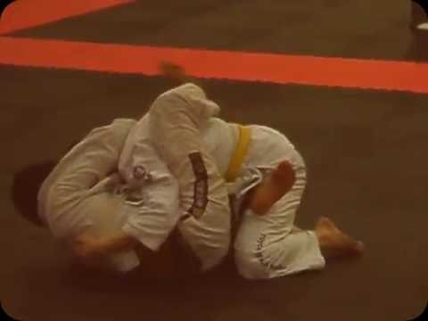 GRACIE JIU JITSU techniques fight submission training vs mma highlights grappling ufc martial arts Image 1