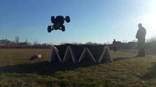 RC 1/8 BUGGY JUMP 4