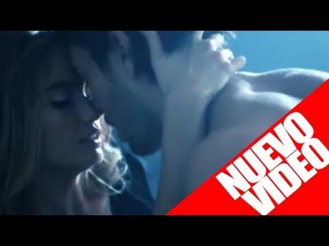 ¡Enrique Iglesias Desnudo Con Chica Güerita!!!!