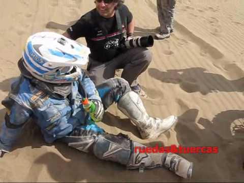 Peruanos auxilian motociclistas del Rally Dakar 2010