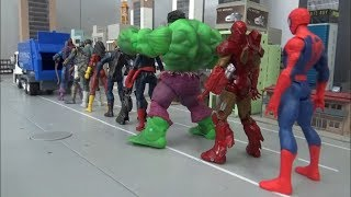 Spiderman 10 Super Heroes go in to the Garbage truck toys play 스파이더맨 10명 슈퍼 히어로 청소차 들어가기 장난감 놀이