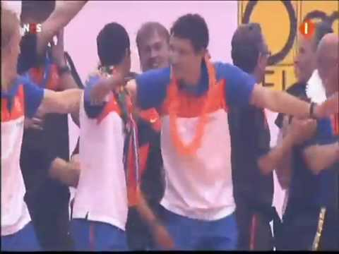 Dutch World Cup team dance to 'Swedish House Mafia - One'
