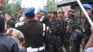 Bentrok TNI vs Warga