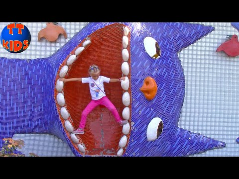 ВЛОГ Необычная Детская Площадка Алиса в стране чудес / Playtime on the Outdoor Playground for Kids