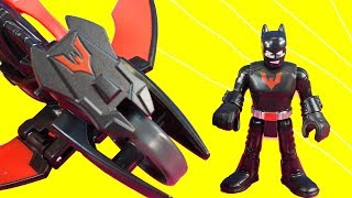Imaginext Batman Beyond Joker captures police officers Batman Beyond races with flying Batcycle
