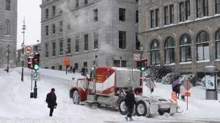 OLD PETERBILT 378 STRUGGLING IN SNOW UPHILL