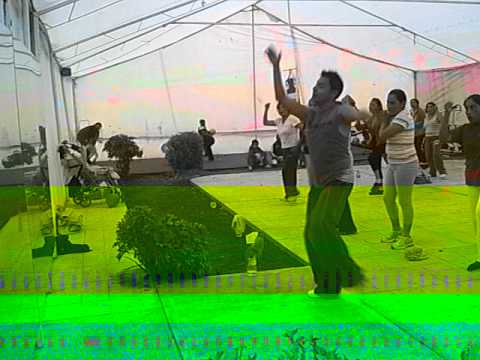 Zumba Con CÉsar, Mueve La Cadera video