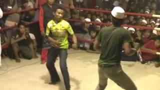 Tarung Bebas Genggong - Pesilat vs Santri.