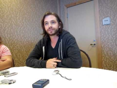 Nikita's Aaron Stanford - Comic Con 2012 Interview