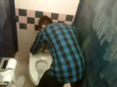 oaxacian cleans Mariner High School Toilets