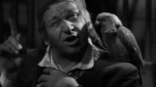 Pirate Wallace Beery contemplates his hanging
