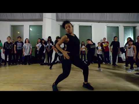 Девченки нереально круто танцуют. Девочки очень классно двигаются