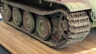 Painting and weathering 1/35 scale model tank tracks