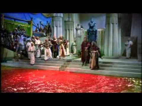 Moises e Arão Fazem das aguas Sangue Em nome do Senhor