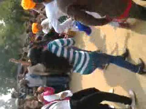 Lal Lal Kurti Mai Gora Sa B (praveenthakur414gma) video