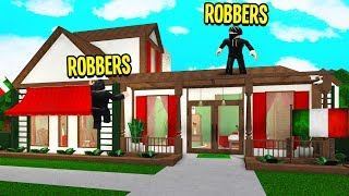 I Caught ROBBERS Breaking In.. So I Got COPS To Arrest Them! (Roblox Bloxburg)