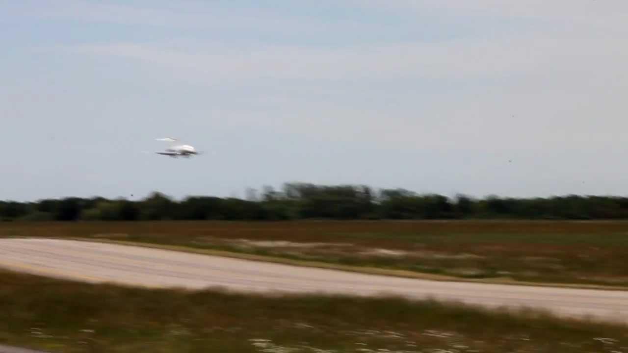 b717 volotea att rrissage landing sur nantes atlantique airport ec lqi youtube. Black Bedroom Furniture Sets. Home Design Ideas