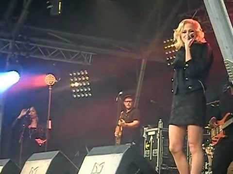 Pixie Lott - Kiss The Stars (Poppy Appeal)