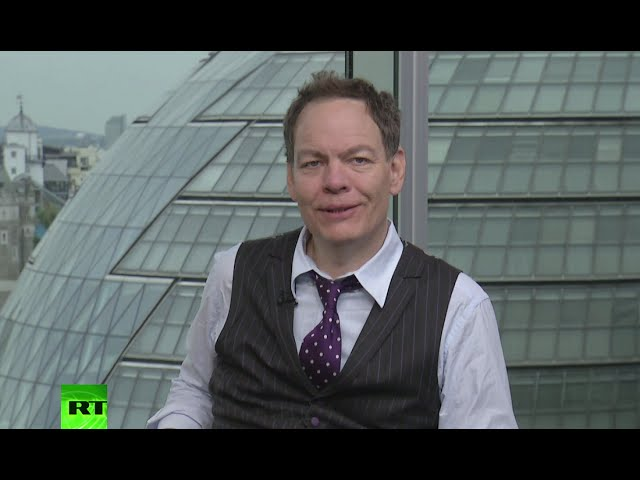 Keiser Report: Greece pivoting from debt slavery (E779)