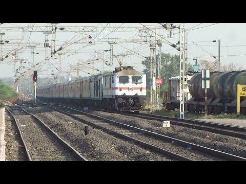 Primo Supremo of SWR : Bangalore Rajdhani Express with LGD WAP7 Rattles past Kalmeshwar !!!