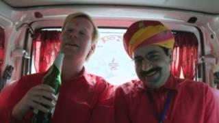 """Johan Glans super till i Indien - sjunger """"Stinky food""""-sången"""